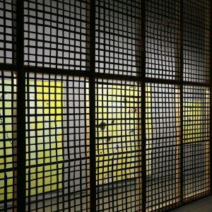 Max Schulze: Lo Loitering, 2013, Installation mit vier Gemälden und Neonröhren